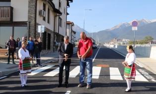 """С тържествен водосвет в Банско бе открита за движение новоизградената улица покрай река Глазне, която ще се нарича """"Гранит""""."""